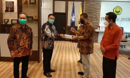Penyerahan Bantuan Masker Kepada Universitas Jember